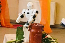 Robot segíti az informatika oktatást az Arany iskolában