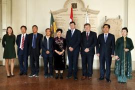 Kínai vendégek a somogyi Vármegyeházán